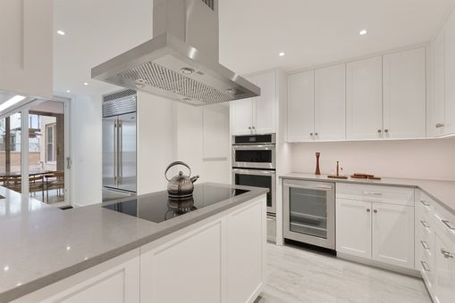 Townsend House, 176 East 71st Street, #2F