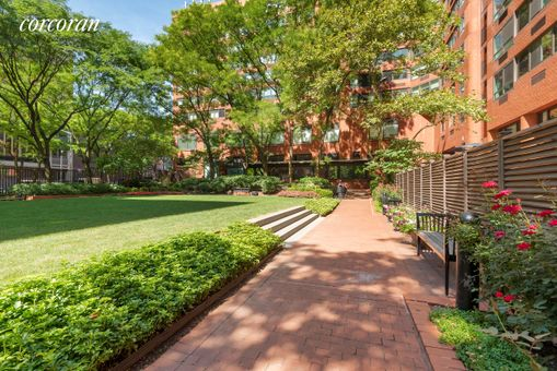 Carnegie Park Condominium, 200 East 94th Street, #905