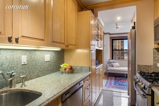 Lincoln Towers, 165 West End Avenue, #8CD