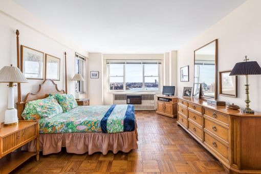 Henderson House, 535 East 86th Street, #15F
