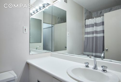 Battery Pointe, 300 Rector Place, #8T