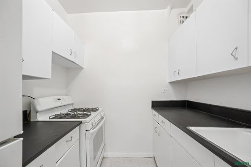 The Coliseum Park Apartments, 30 West 60th Street, #14T