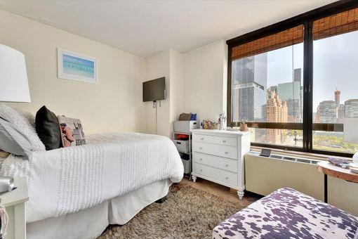 Manhattan Place, 630 First Avenue, #20N