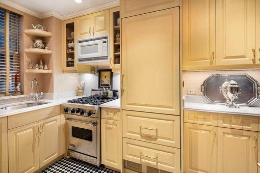 Beekman Mansions, 439 East 51st Street, #Maisonette435
