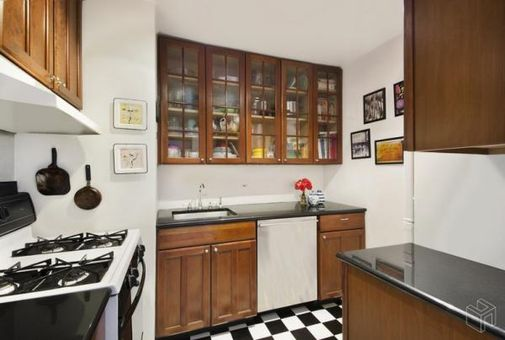 Riverview East, 251 East 32nd Street, #8A