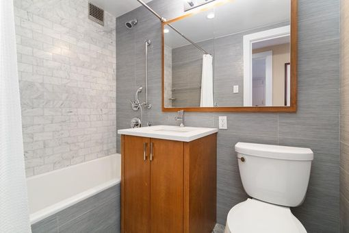 Plaza Tower, 118 East 60th Street, #22H