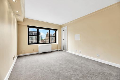 One Lincoln Plaza, 20 West 64th Street, #33E