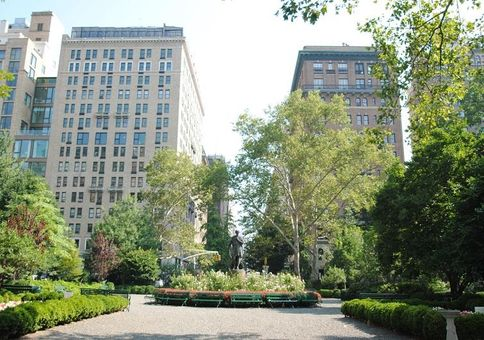 21 Gramercy Park South, #1B