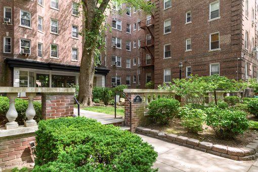 Terrace Gardens Plaza, 1601 Avenue I, #605
