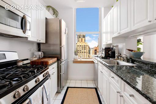 Wellington Tower, 350 East 82nd Street, #PHB