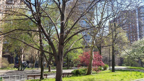 Morningside Gardens, 100 La Salle Street, #8E