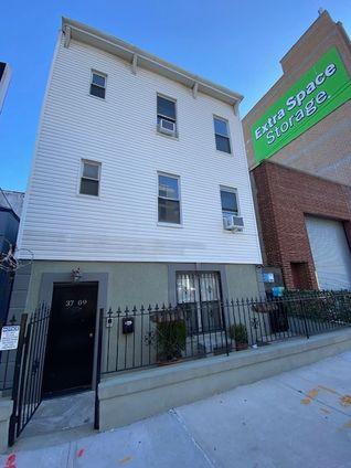The Crescent Club, 41-17 Crescent Street