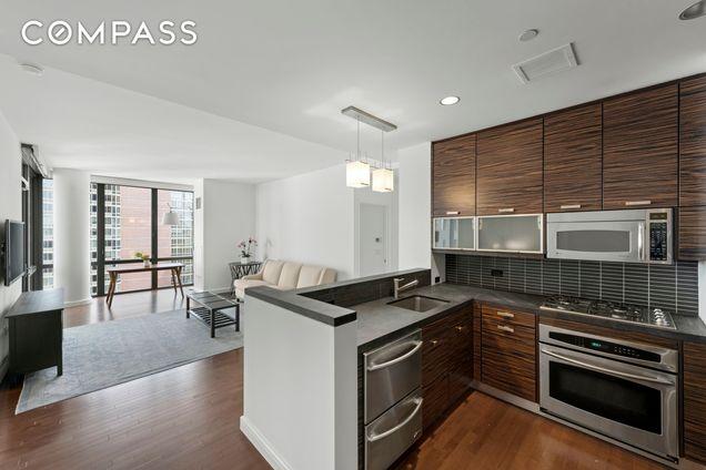 Chelsea Stratus, 101 West 24th Street