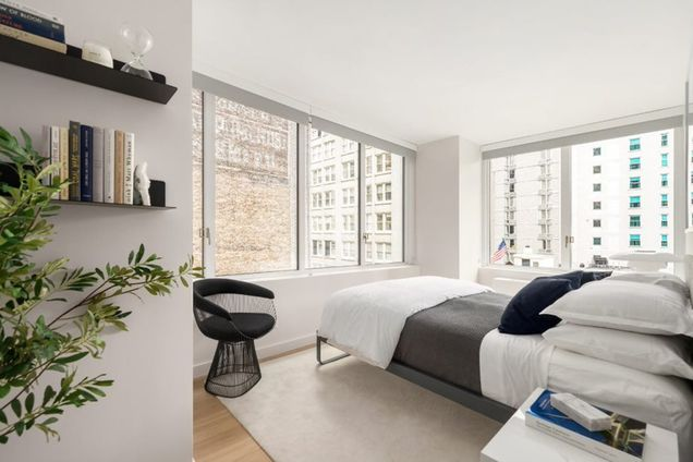 Hollingsworth, 70 West 37th Street