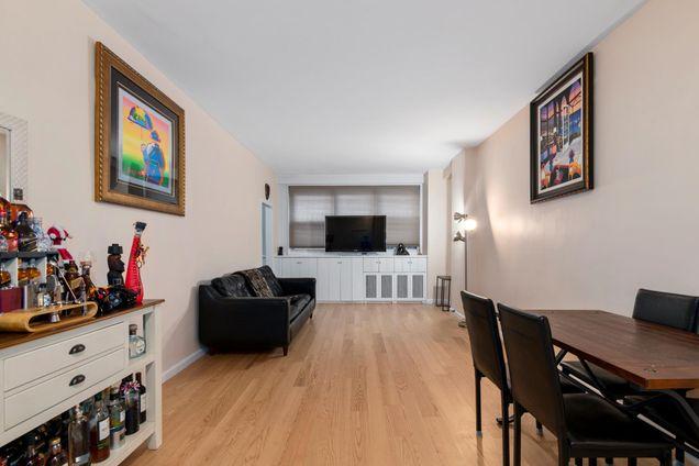 Claiborne House, 444 East 84th Street